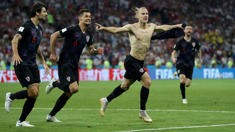 Kroatiens Domagoj Vida feiert mit Vedran Corluka und Dejan Lovren sein zweites Tor gegen Russland.