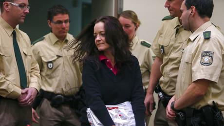 Beteiligt an zehn Morden? Beate Zschäpe vor Gericht