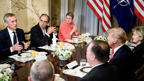 Arbeitsfrühstück zwischen US-Präsident Donald Trump und NATO-Generalsekretär  Jens Stoltenberg (l) vor Eröffnung des NATO-Gipfels in Brüssel, 11. Juli 2018.