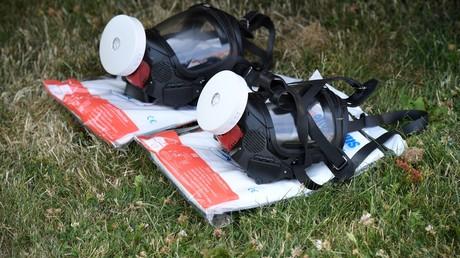 Gasmasken von Einsatzkräften in der Nähe von Amesbury