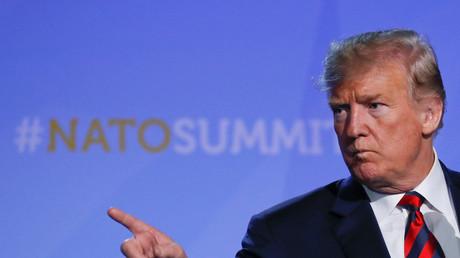 US-Präsident Donald Trump gestikuliert während einer Pressekonferenz beim NATO-Gipfel in Brüssel, Belgien.