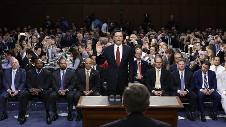 Der ehemalige FBI-Direktor James Comey bei einer Anhörung des Senatsausschusses für Nachrichtendienste über die angebliche Einmischung Russlands in die Präsidentschaftswahlen 2016 auf dem Capitol Hill in Washington, USA, am 8. Juni 2017.