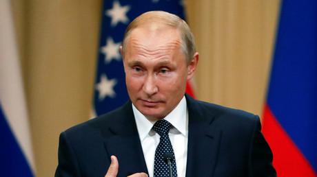Darüber kann man nur lachen: Der russische Präsident Wladimir Putin bezeichnete es als absurd, dass Russland kompromittierendes Material über den US-Präsidenten besitze.