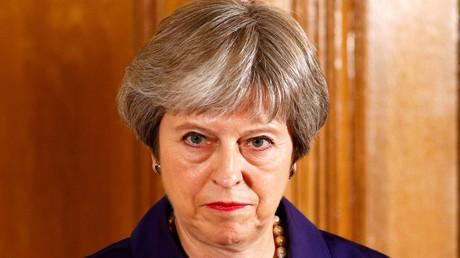 May gewinnt Abstimmung über Zölle nach Brexit – Verteidigungsstaatssekretär tritt aus Protest zurück