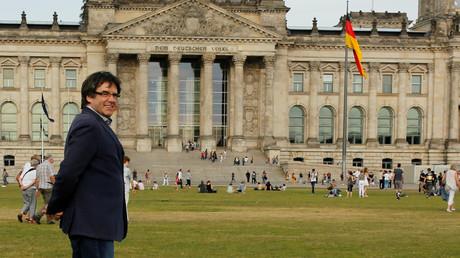 Der ehemalige katalanische Präsident Carles Puigdemont am 23. Mai 2018 in Berlin vor dem Bundestag.