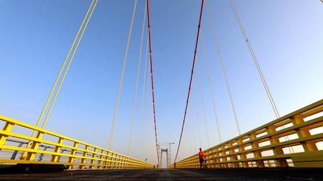 Gute Infrastruktur fördert nicht nur das Image eines erfolgreichen Entwicklungslandes, sondern auch den Rauschgiftschmuggel (Bild: Brücke Maputo-Katembe)