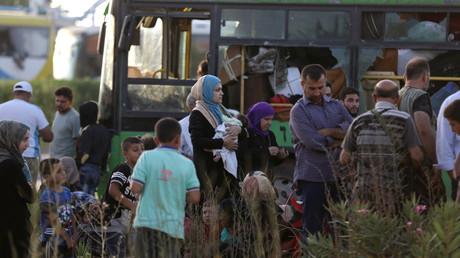 Nach dreijähriger Belagerung werden die letzten Bewohner von Fua und Kefraja evakuiert.