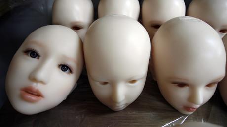 Sex-Puppenköpfe in einer Fabrik in Tokio. Nicht nur Männern bevorzugen zunehmend die