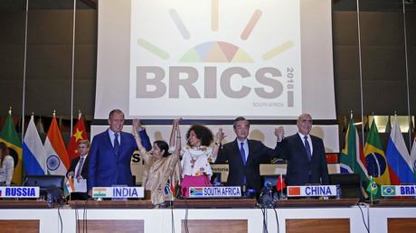 4. Juni, Südafrika: Außenminister der fünf BRICS-Länder bei einem Treffen vor dem BRICS-Gipfel