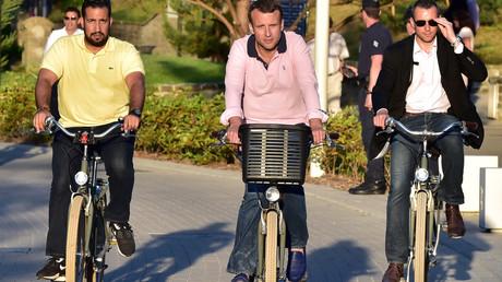 Präsident mit Leibwächter: Macron und Benalla unterwegs mit dem Fahrrad, Juni 2017