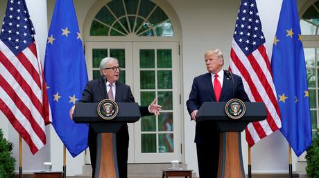 EU-Kommissionschef Jean-Claude Juncker (l.) und US-Präsident Donald Trump verkündeten bei der Pressekonferenz im Rosengarten des Weißen Hauses einen Durchbruch im Handelsstreit. Keine Rede ist mehr von US-Zusatzzöllen auf europäische Autoimporte und von Vergeltungsdrohungen der EU.