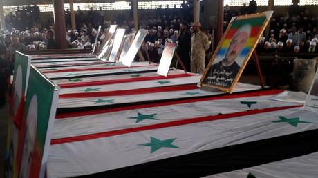 Massenbeerdigung in der südlichen Stadt Sweida am 26. Juli 2018. Die Zahl der Todesopfer bei den Anschlägen des IS am 25. Juli stieg mittlerweile auf über 200 an. Es ist das schlimmste Blutbad in der Region seit Beginn des Syrien-Konfliktes.