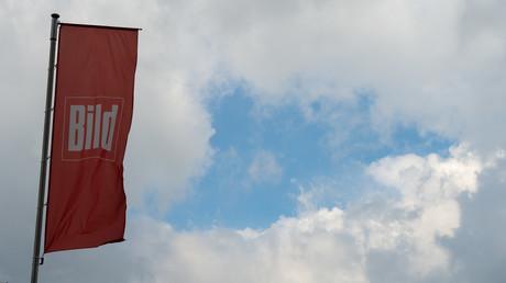 Vom Presserat gerügt: Bild-Fahne vor dem Axel-Springer-Haus in Kreuzberg