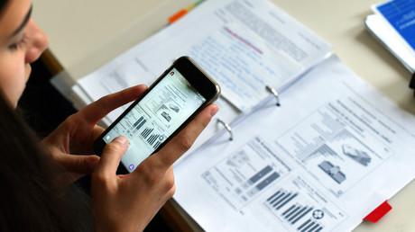 Pauken statt Chatten: Frankreichs Parlament beschließt Handyverbot in Schulen (Symbolbild)