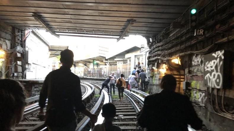 Kritik an Pariser Verkehrsbetrieben nach Metro-Panne: Fahrgäste in Zügen bei Hitze blockiert
