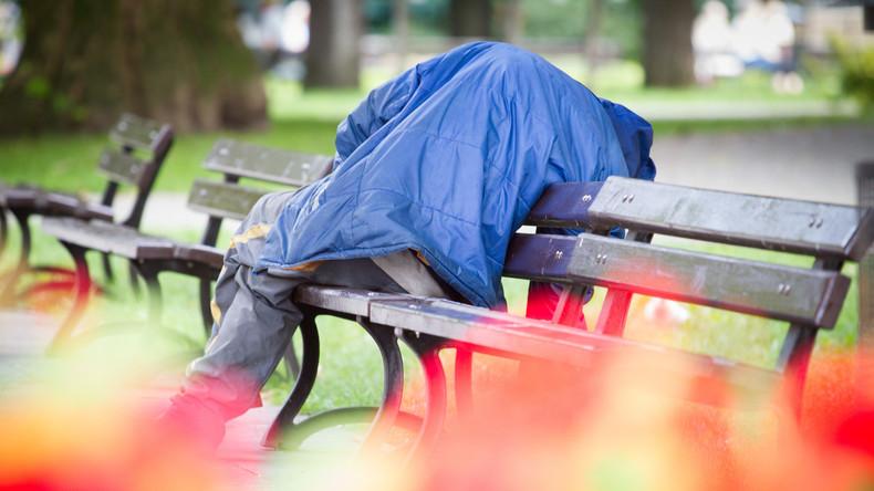 Beistand bei Hitze: Berliner Obdachlose mit Wasserflaschen und Sonnencreme versorgt