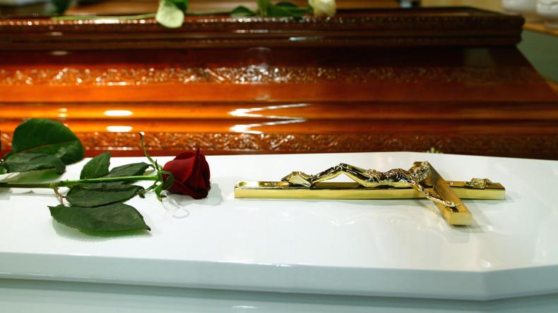 Südkorea: Frau legt sich für Ritual in einen Sarg und stirbt