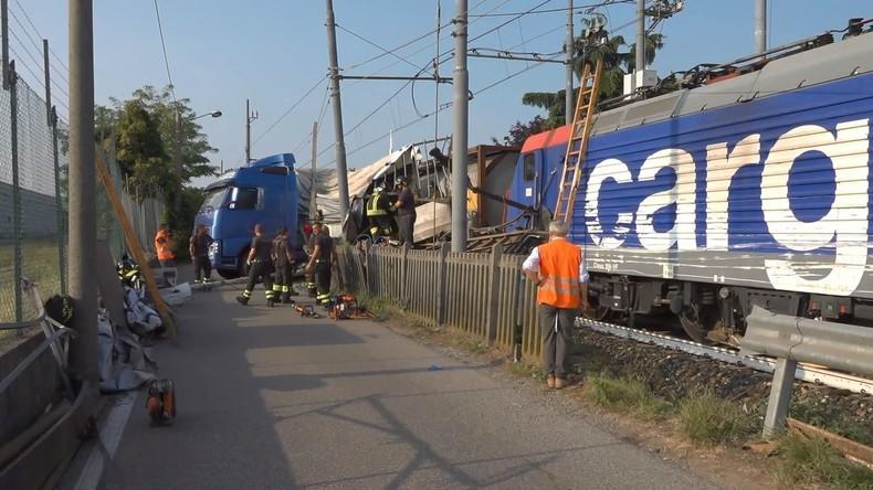 Noch mal gut gegangen: Öltankerzug kollidiert in Italien mit LKW