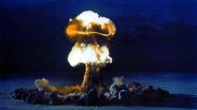 Dr. Hacke oder: Soll Deutschland lernen, die Bombe zu lieben?