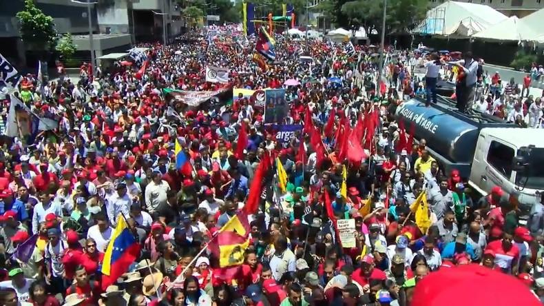 Venezuela: Zehntausende gehen in Caracas für Maduro auf die Straße