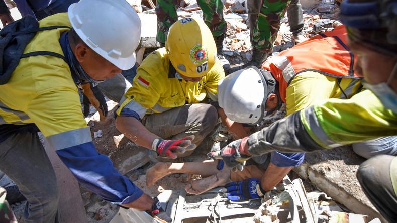 Zwei Tage nach Erdbeben: Überlebende in Moschee-Trümmern in Indonesien entdeckt