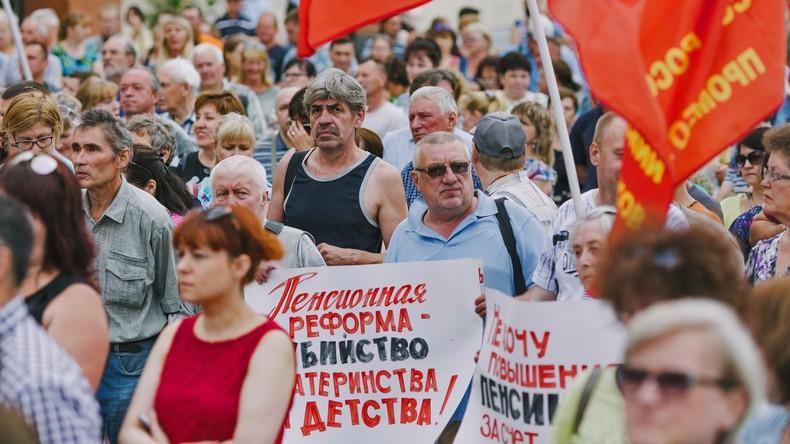 Gibt es ein Referendum? Proteste gegen die Rentenreform in Russland nehmen zu (Video)