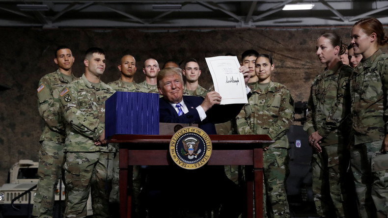 Militärbudget in Rekordhöhe: Donald Trump unterzeichnet Gesetz zum Verteidigungsetat