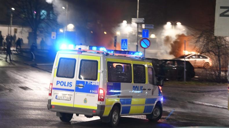 Nachtkrawalle in Schweden: Dutzende Autos in Brand gesetzt