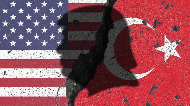 """RT-Interview mit Regierungsanalyst: """"USA wollen Türkei politisch und wirtschaftlich destabilisieren"""""""