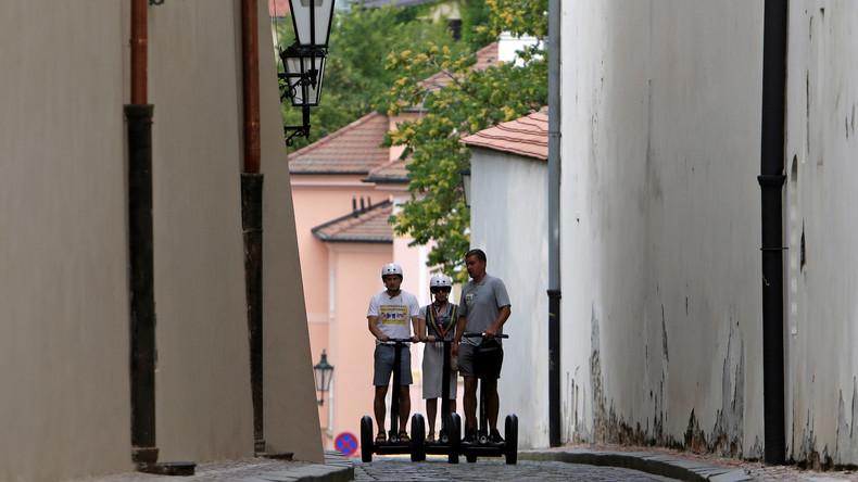 Rat-auf-Draht-auf-Rad-Russische-rzte-auf-Segways-unterwegs
