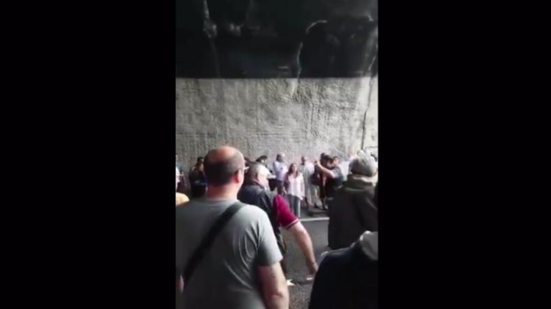 """Genua: """"Sie könnte jederzeit weiter einstürzen"""" - Polizei verjagt Menschen von Morandi-Brücke"""