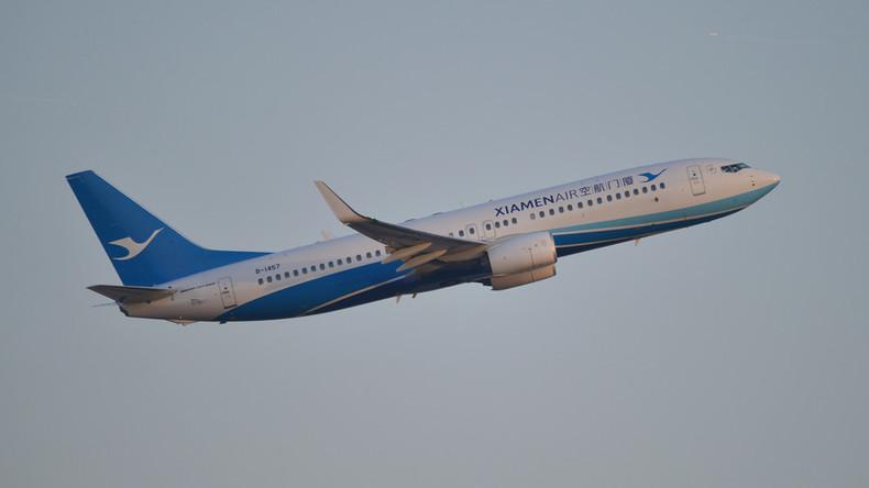 Chinesische Boeing 737 am Flughafen von Manila bruchgelandet – Evakuierung dauert an (aktualisiert)