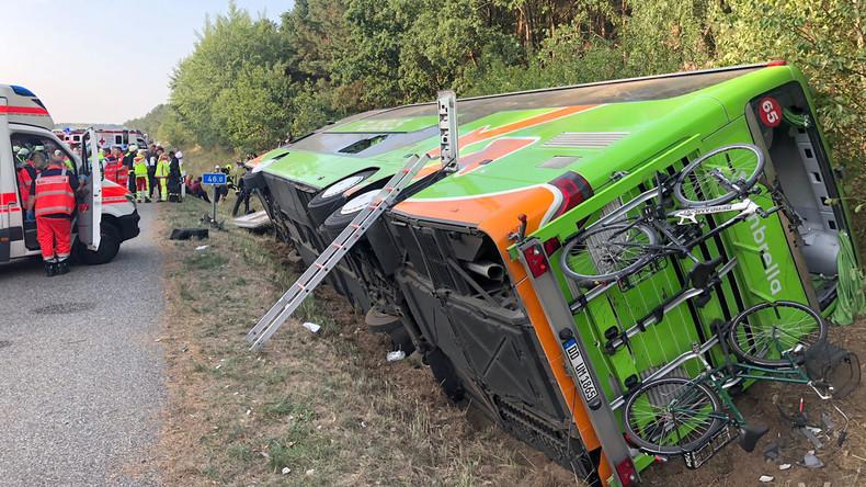 Fernbus nach Berlin auf Autobahn 19 verunglückt - sechs Schwerverletzte