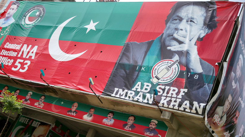 Pakistans Premier Imran Khan legt Amtseid ab