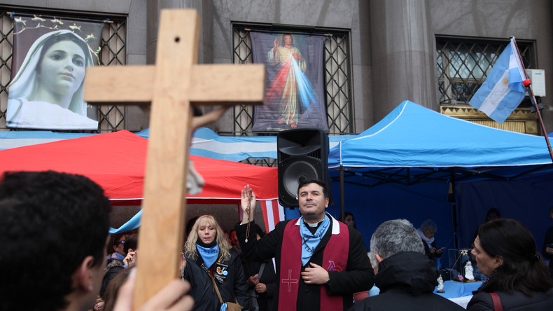 Tausende Argentinier treten wegen Abtreibungsverbots aus Kirche aus
