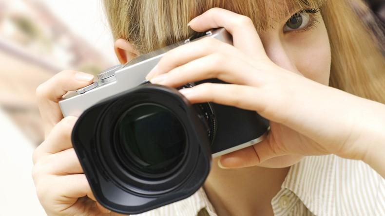 Punkte für Fotoscheue: Bei Festival roten Fleck auf Stirn tragen, um nicht im Internet zu landen