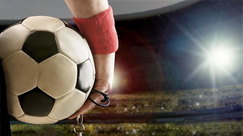 Großbritannien: Erstmals Transfrau als Fußball-Schiedsrichterin im Einsatz