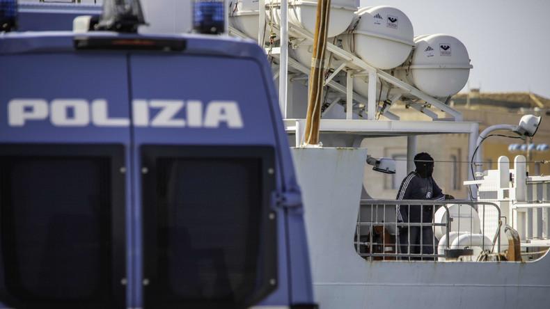Italien lässt Rettungsschiff anlegen - Migranten dürfen nicht aussteigen