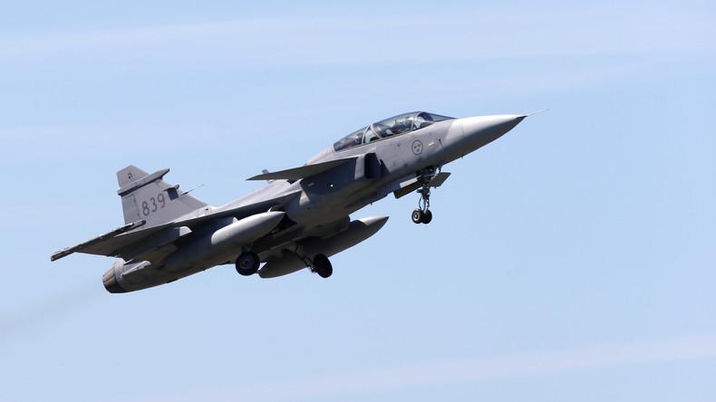 Schweden: Kampfflugzeug stürzt nach Kollision mit Vogelschwarm ab