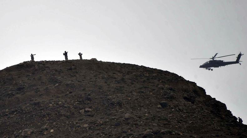 Russisches Außenministerium: Unidentifizierte Hubschrauber liefern Waffen an IS - NATO schaut zu