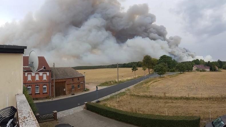 Riesiger Waldbrand südlich von Berlin