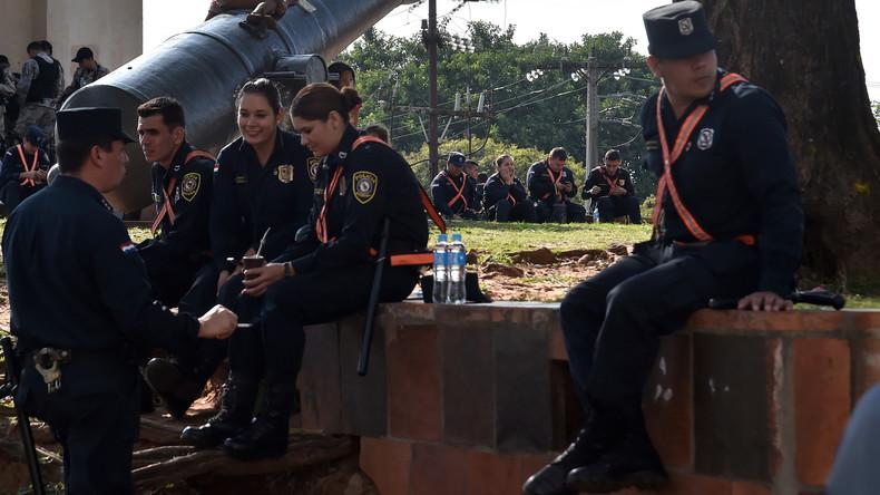 Paraguay: Diebe stehlen der Polizei Dutzende Gewehre und ersetzen sie durch Spielzeug-Nachbildungen