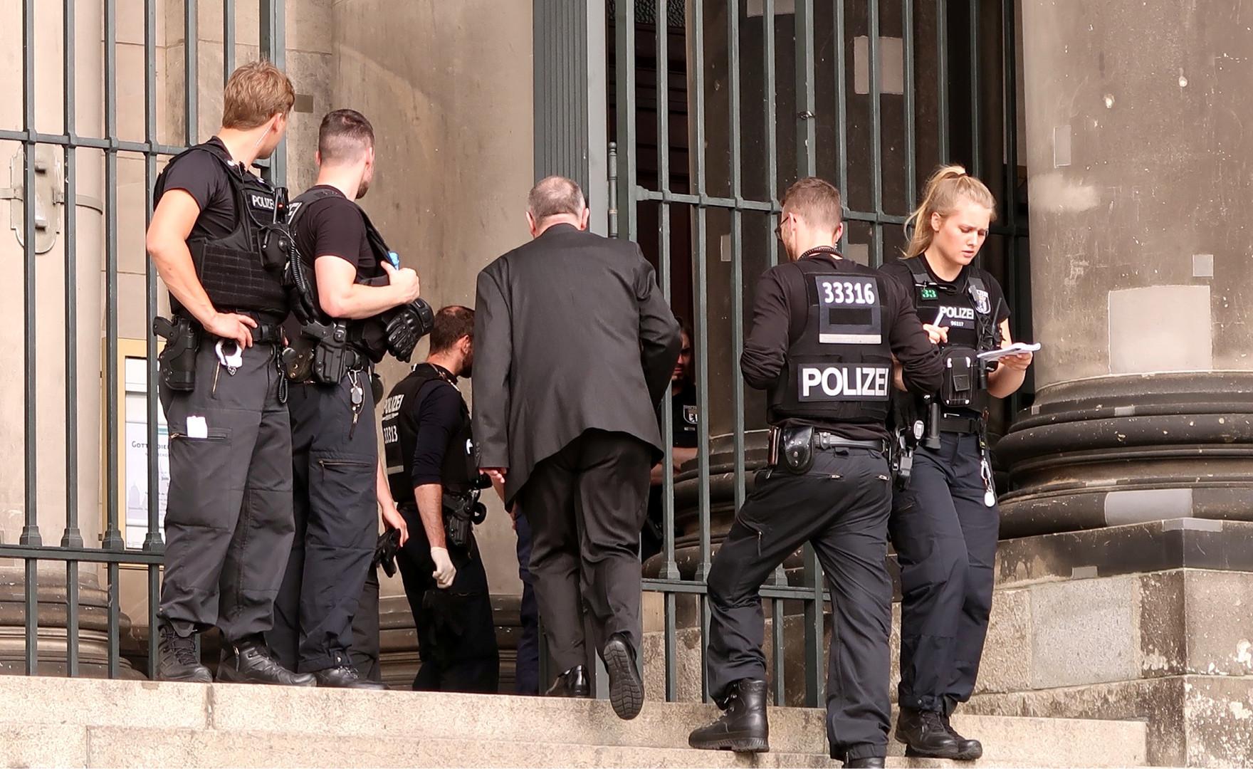Polizist schießt auf randalierenden Mann im Berliner Dom