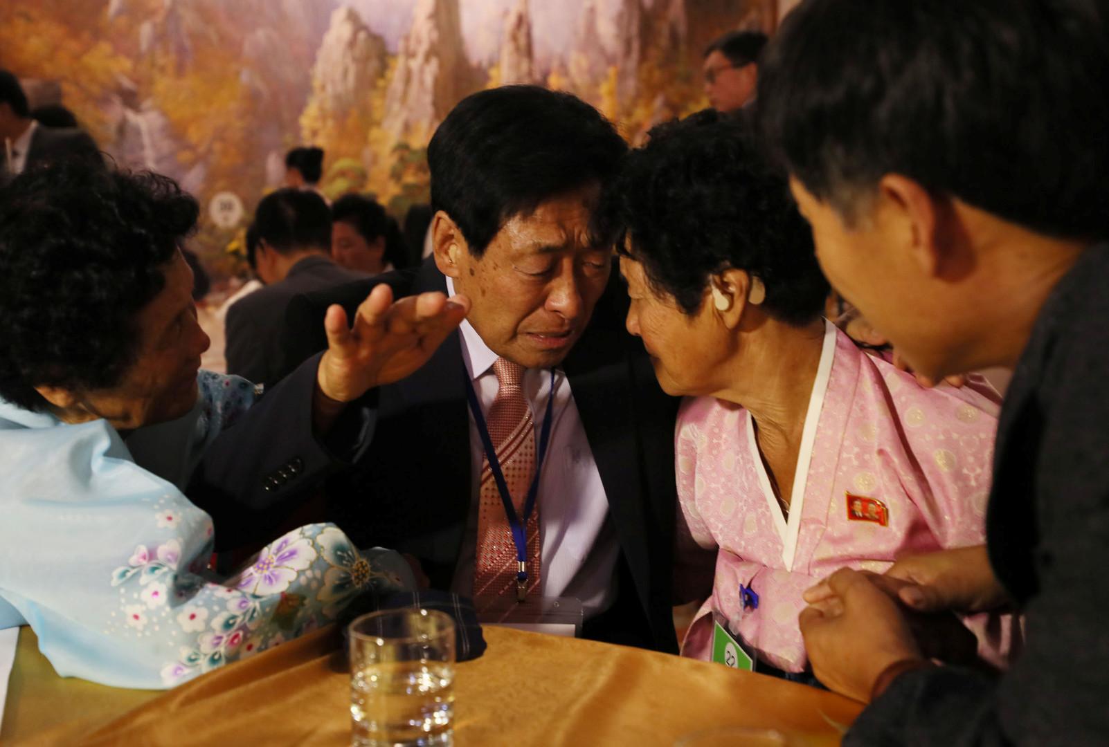 Tränenreiches Wiedersehen: Durch Krieg getrennte Familien treffen erstmals in Nordkorea zusammen