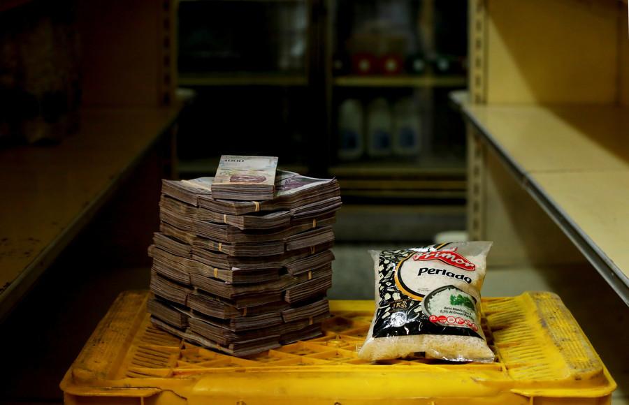 Ein 1-Kilogramm Päckchen Reis kostet 2.500.000 Bolivars, das entspricht 0,38 US-Dollar.