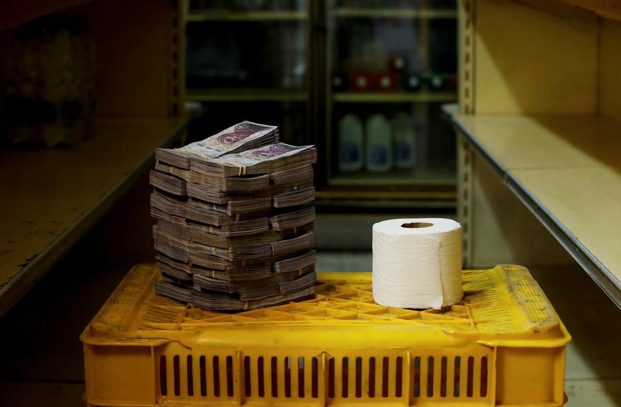 Eine Toilettenpapierrolle kostet 2.600.000 Bolivars, das entspricht 0,04 US-Dollar.