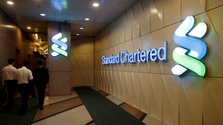 Die Bank Standard Chartered unterstützt die Weltwirtschaft durch die Erleichterung grenzüberschreitender Ein- und Ausfuhren mit Krediten und Zahlungsgarantien.
