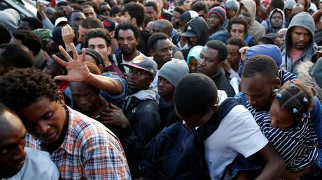 Migranten im Norden von Paris im Sommer 2017 (Symbolbild)