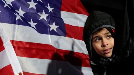 Junger Muslim auf einer Protestkundgebung in New York City gegen den