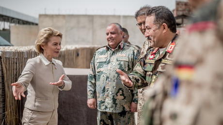 Ursula von der Leyen weiß, wo es langgeht. In Deutschland wie auch in Afghanistan.